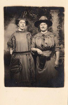 Old Halloween Photo - Cowgirl & Indian - The Graphics Fairy