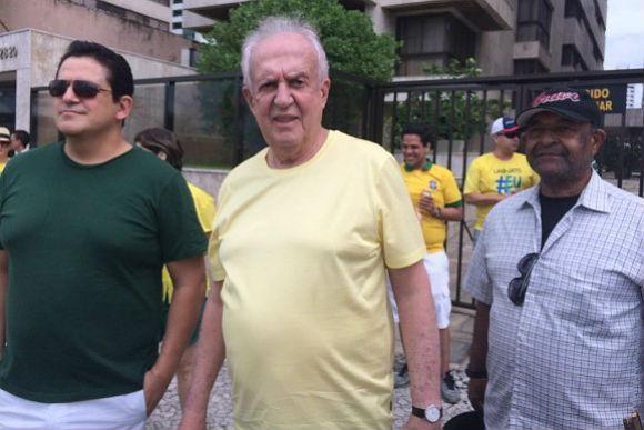 Crítico do governo Dilma, Jarbas Vasconcelos afirmou que o fato de dois presidentes estarem no poder traz 'desânimo' para a população