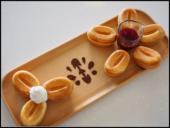 台南美食 ▎好吃的咖啡豆造型鬆餅。林珈琲 Hayhshi cafe