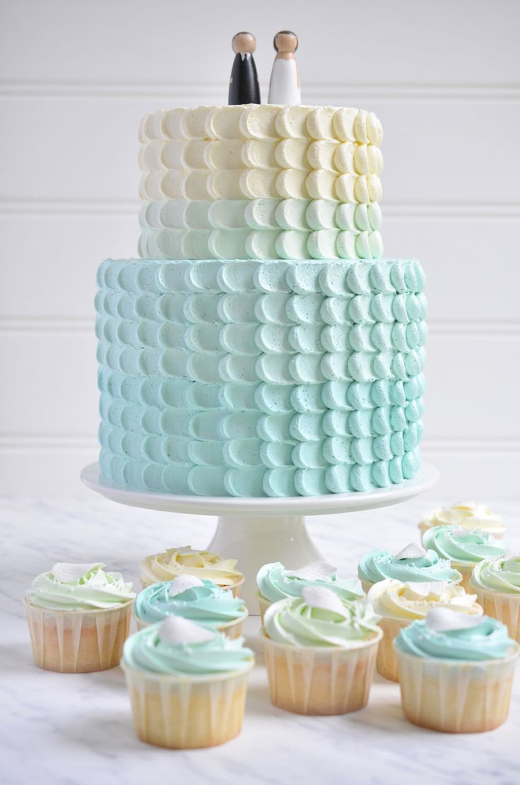 Rose-vanille cake with vanilla SMBC +lemon cupcakes and rose cupcakes with vanilla SMBC in same colours as wedding cake and a pearl fondant leaf
