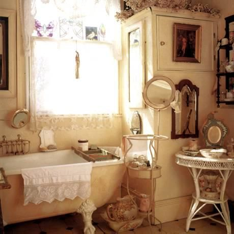 Shabby chic on friday idee per un bagno very shabby for Victorian bathroom design ideas