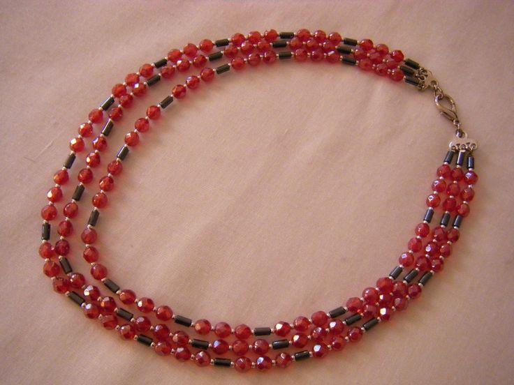 collana a 3 giri con mezzo cristallo rosso ,ematite e conteria, fatta a mano, by crys_e_cri, 25,00 € su misshobby.com