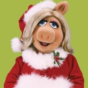 Miss Piggy rocks the Santa outfit!