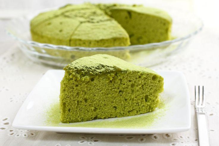 La Torta al Tè Matcha è una torta sofficissima realizzata con il famoso tè verde. Deliziosa da gustare a colazione oppure per la merenda, da abbinare con una confettura alle fragole.