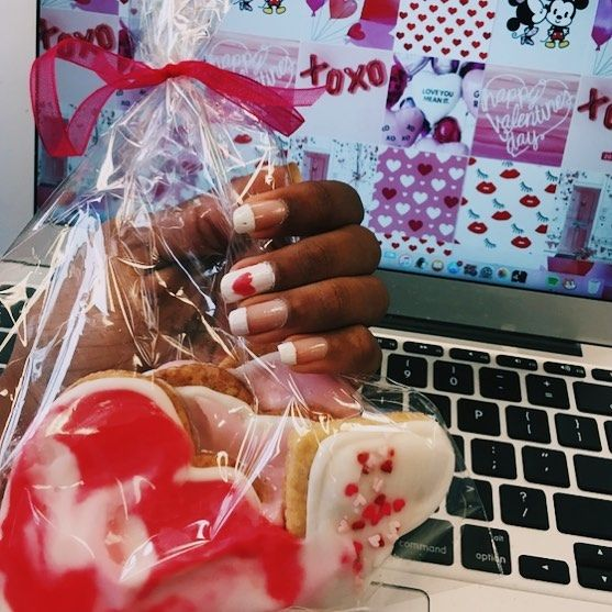 HaPPy VaLenTinEs DaY❣️ Tysm to @bella.ash_ for the cookies & tagged some people that make me smile 💫 Also happy valentines to Aanchal (she's not on Insta)