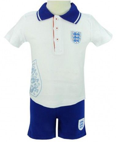 Make sure the little ones are cheering on #England in the World Cup in this Baby T-Shirt & Shorts Set, officially licensed by the F.A.