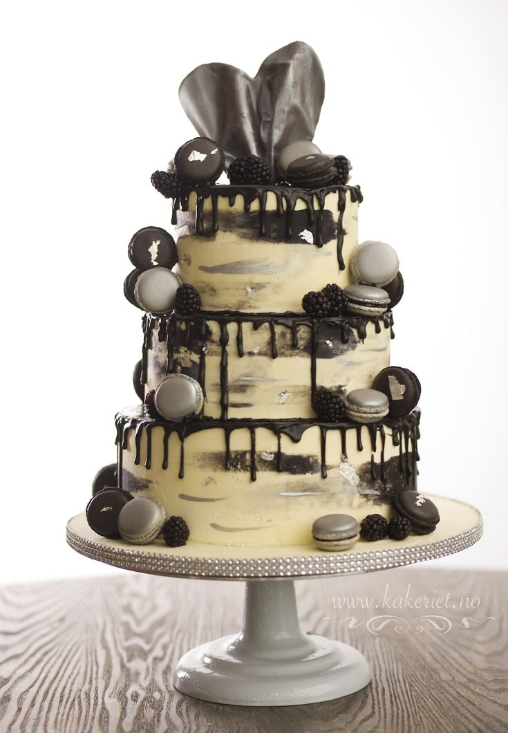 Kakeriet Anita IngebretsenDrip cake, wedding cake, black and silver, macaroons,drip, buttercream