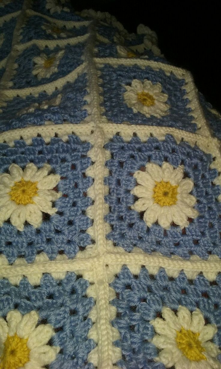 Daisy granny square blanket