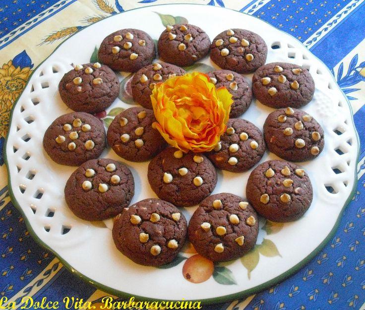 #Biscotti al #cacao red velvet con gocce di #cioccolato bianco!