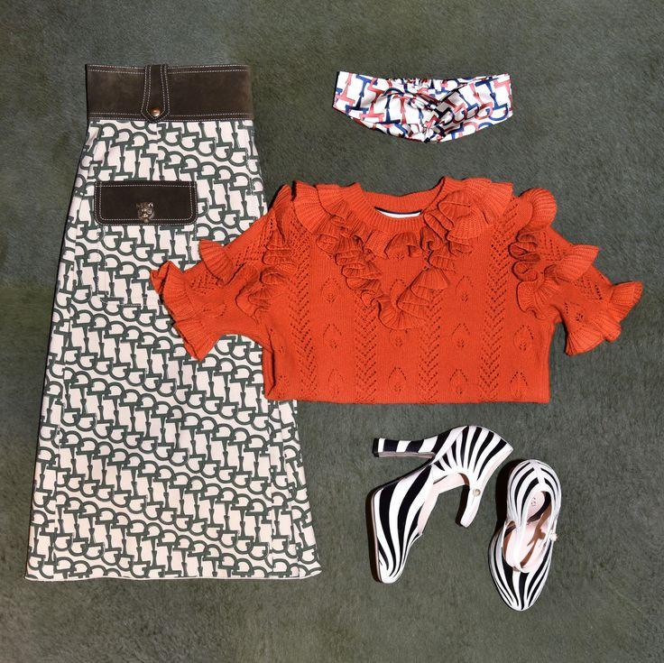 GUCCI LOOK: Wool skirt with horse-bit print🔸Ruffled wool-blend pointelle top🔸Zebra leather pumps🔸Silk headband with horse-bit motif.