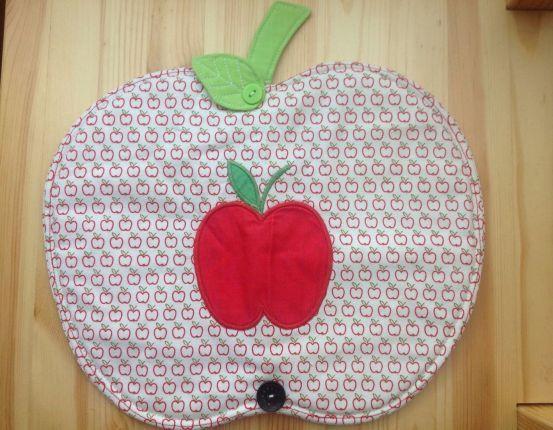 PLYSOK - tady má Lidunka za recyklaci jedničku navíc - peřina měla i aplikaci jablíčka, takže nakonec velké jablko zdobí malé jablíčko ... Parááda.
