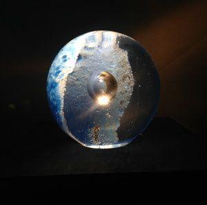 Moonlight Lampa är det andra nytillskottet i Universe Globe Collection om illustrerar månen och dess sken i globen. De fina Moonlight och Sunset bilderna är tagna av Ida Jonasson.