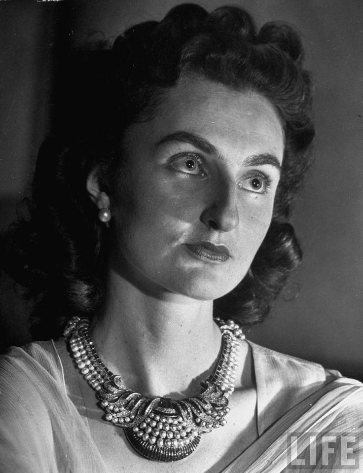 Princess Durru Shehvar, Wife of Azam Jah eldest son of the seventh and last Nizam of Hyderabad, Mir Osman Ali Khan - Hyderabad 1946