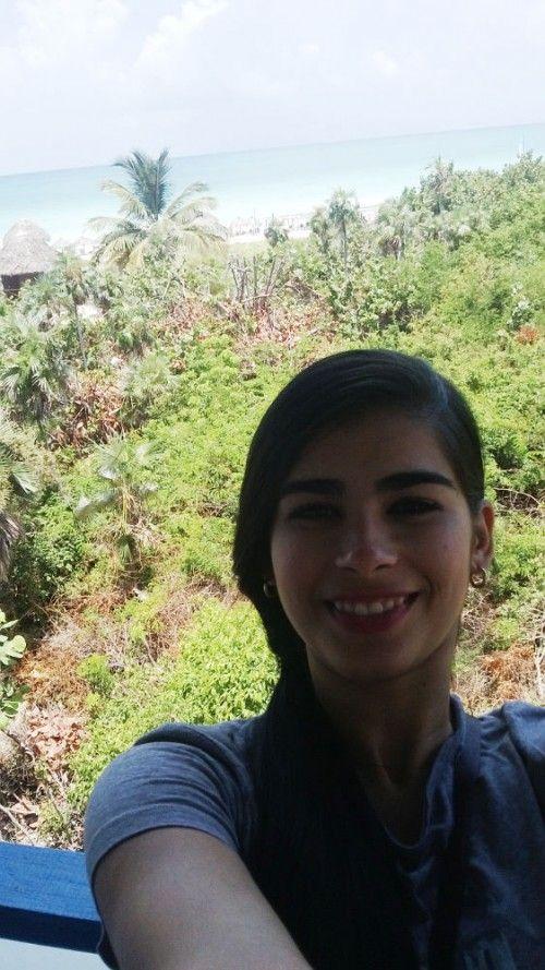 Selfie Cubano - Ana Karla Suarez