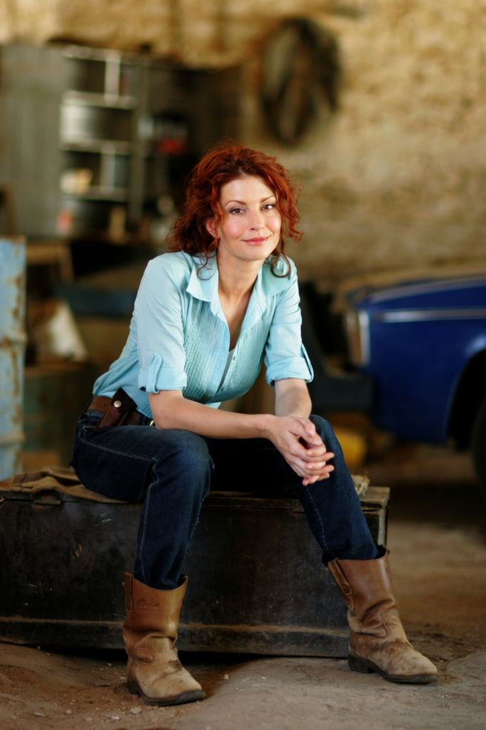 Simmone Jade Mackinnon - Stevie on McLeods Daughters. Natural beauty, female actress, gorgeous, portrait, photo. Great tv, show.
