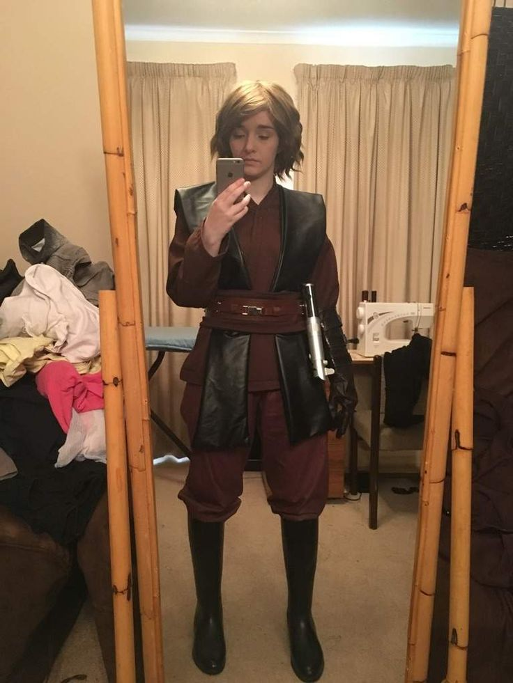 Femme Anakin Skywalker Cosplay by @TheSuperMoMo<< IVE BEEN WAITING FOR SOME STAR WARS GENDER BENDS