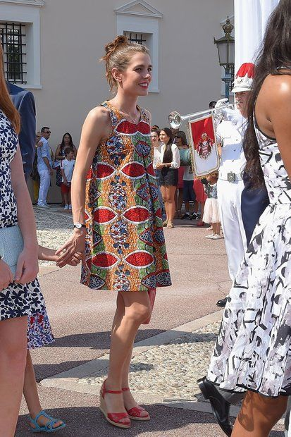 Fürstin Charlène + Fürst Albert: Charlotte Casiraghi sieht in ihrem sommerlichen Hängerchen einfach bezaubernd aus.