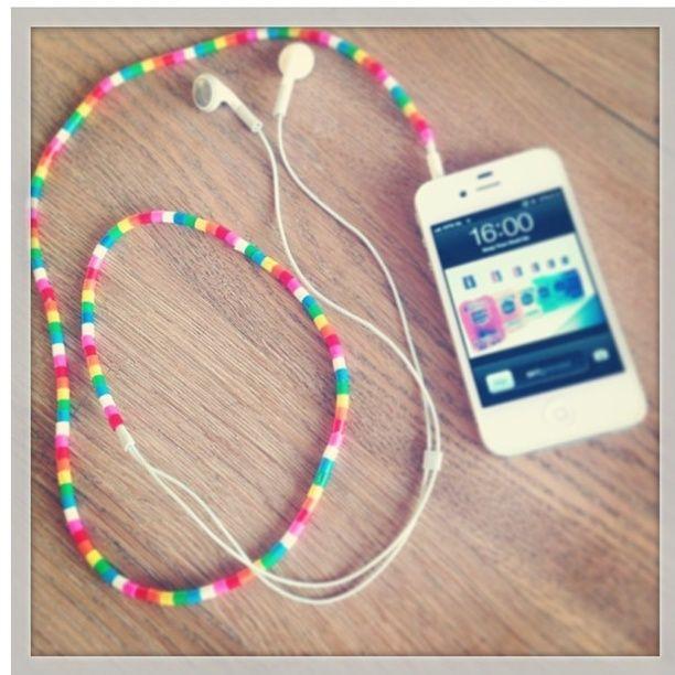 DIY strijkkralen leuk om je koptelefoon te pimpen. Cool headset for iPhone or smartphone.