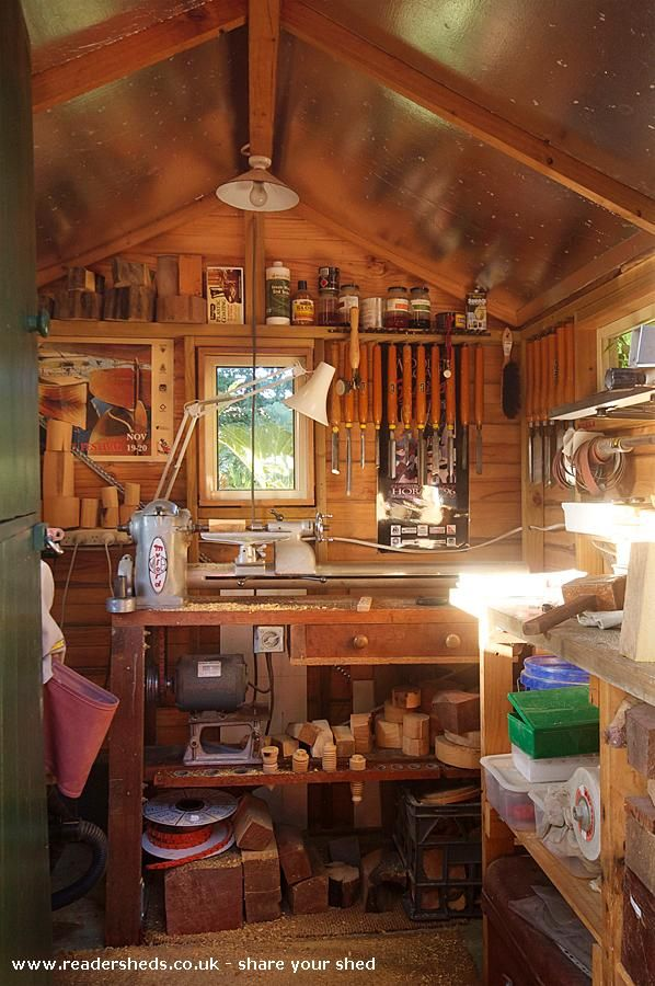 I'd quite like a lathe in my workshop...not sure id have room though, but this looks like a nice space to work in.
