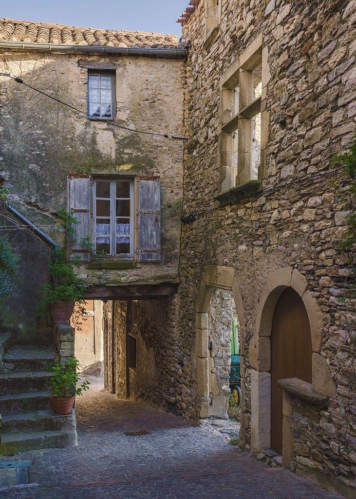Rue du Mazel. Olargues, Hérault, France. Belenes