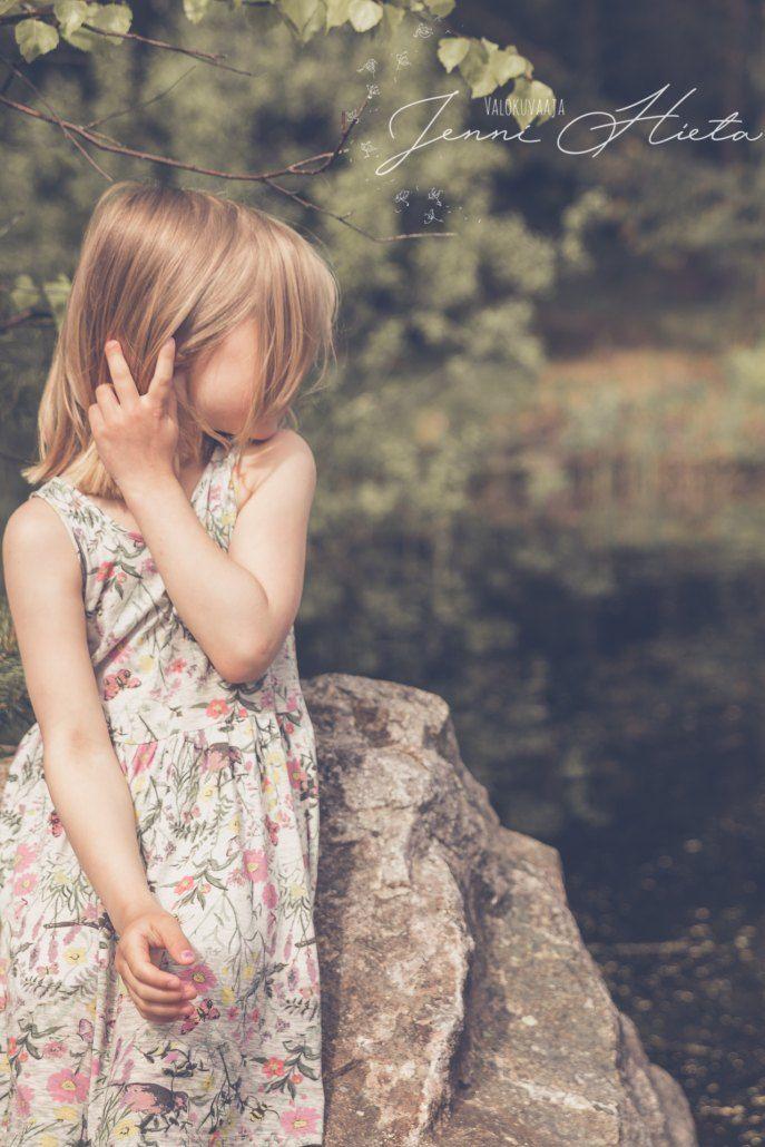 Lapsikuvaus miljöössä - Kids outdoor photoshoot.