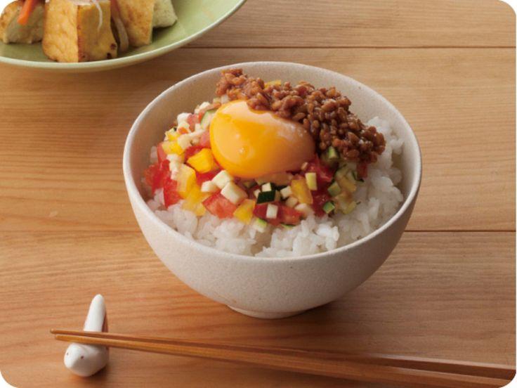 彩り野菜としょうゆ合わせ米麹の卵かけごはん