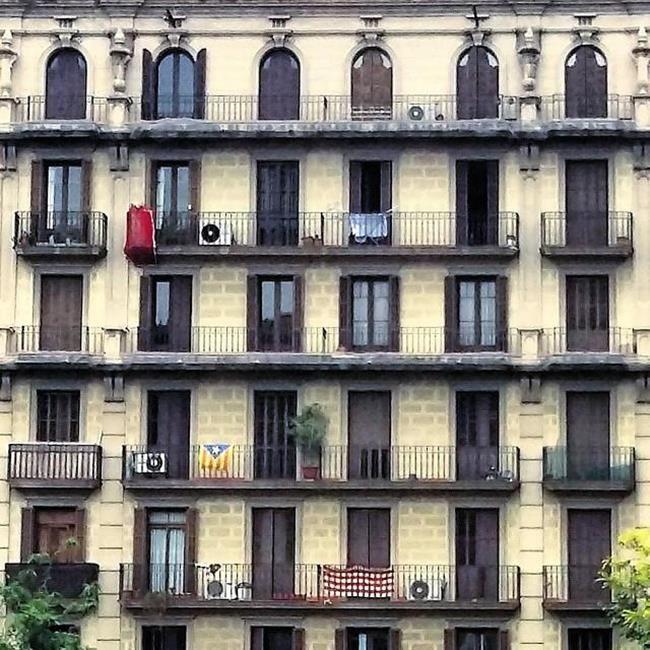 Binaların Kapı ve Pencereleriyle Simetrik Fotoğraflar Çeken Sanatçıdan 30+ Çalışma Sanatlı Bi Blog 14
