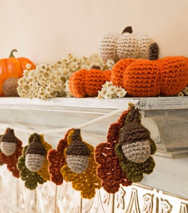 Free Fall Crochet Patterns - Home Decor, Hats and More Mantle decorations & bunting https://babytoboomer.com/2016/09/07/free-fall-crochet-patterns/