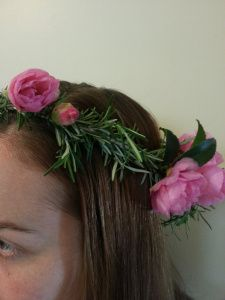Hair circlet out of rosemary and camellia