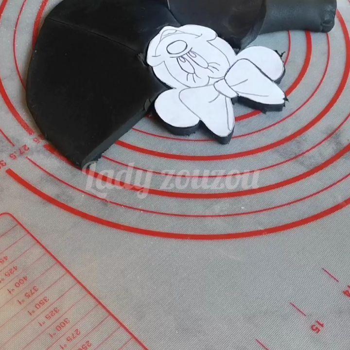 Lady Zouzou On Instagram وجه ميني ماوس لتزيين الكيك ديزاين Minimouseface Cards Playing Cards