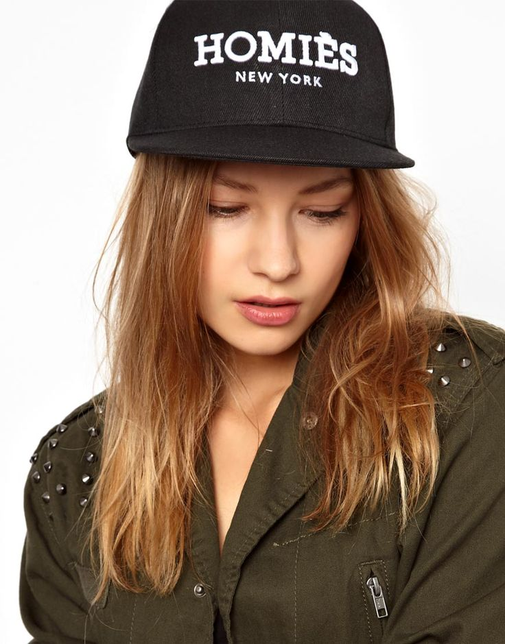 €41, Gorra Inglesa Estampada Negra y Blanca de Reason. De Asos. Detalles: https://lookastic.com/women/shop_items/200019/redirect