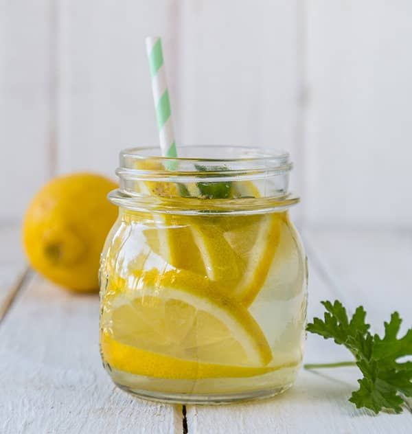 Water met citroen en peterselie