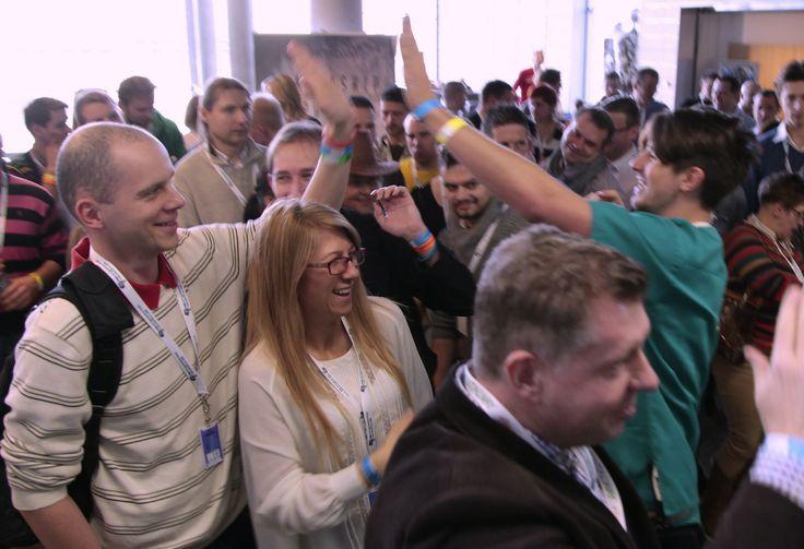 Krzysztof Bobiński wita na wejściu uczestników! Wiele osób twierdzi, że klimat tworzony przez Dream Team od samej rejestracji jest po prostu genialny...  Kochamy to co robimy i zapraszamy Was jeszcze częściej!  #NMNS #MentalWay