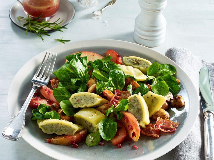maultaschen auf apfel speck salat ein sehr leckeres