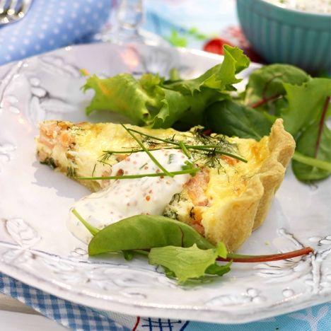 Laxpaj med romsås. Hitta receptet på www.hemmetsjournal.se!