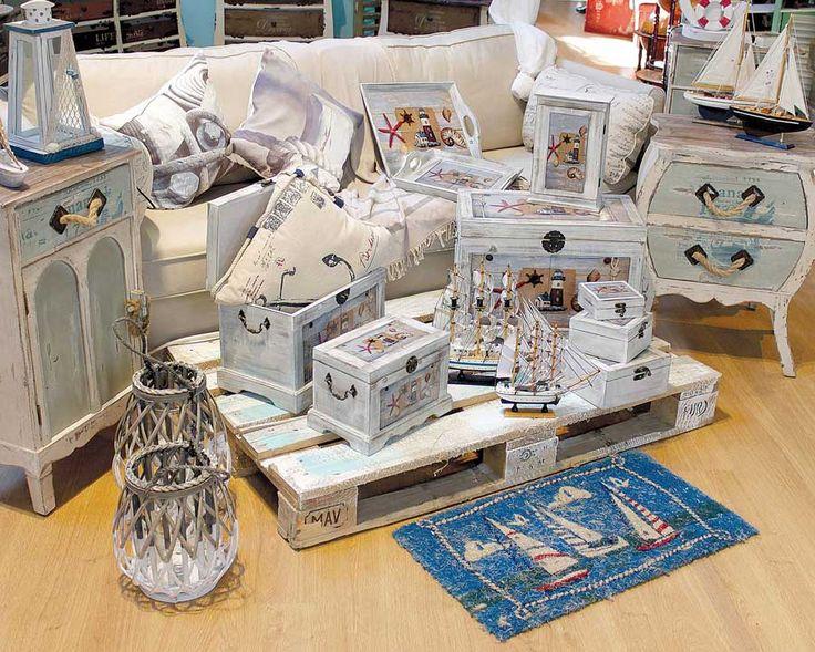 Cufere, noptiere, console - toate piesele de mobila trebuincioase unui decor marin. http://www.retroboutique.ro/mobila/