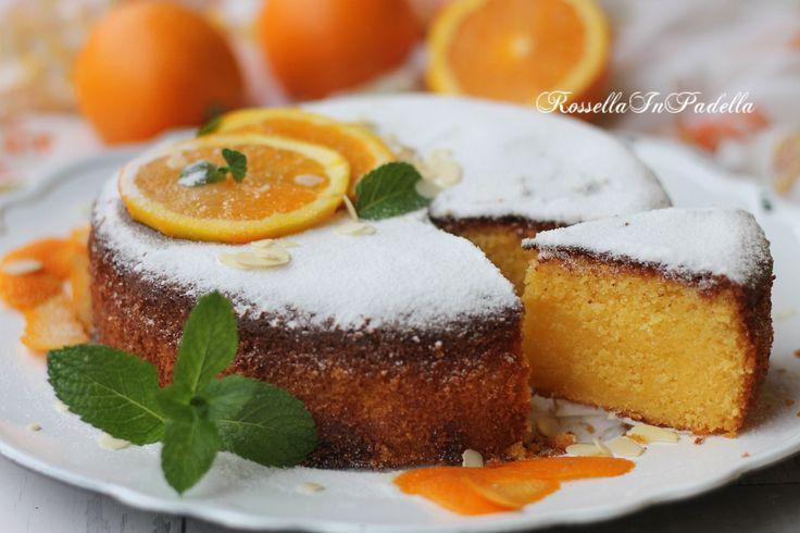 Torta all'arancia e mandorle,con marmellata nell'impasto. Sofficissima e dal gradevole sapore d'arancia. Con marmellata d'arance amara nell'impasto.