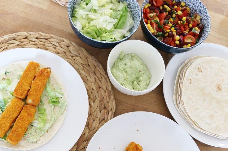 Ik ben dol op de krokante kipwraps van Lekker & Simpel en het leek me leuk om er eens een variant op te bedenken. Daarom ging ik aan de slag met een ideetje voor visstick wraps in Mexicaanse stijl. Vandaag het recept voorVisstick Wraps Mexican Style met een frisse avocadospread én een lekkere bonensalsa. 3-in-1 …