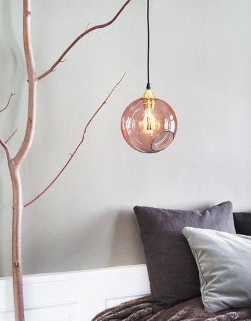 Lampa av handblåst och handmålat glas