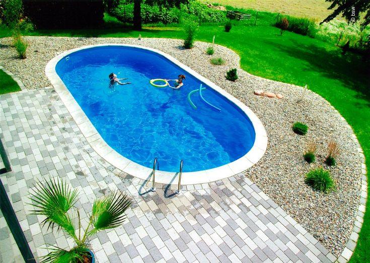 Das Runde muss ins Runde:  Ovale Formen sind bei Schwimmingpools besonders...