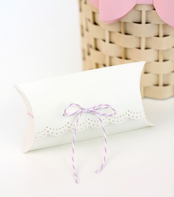 Flap Front Pillow Boxes with We R Memory Keepers Pillow Box Punch Board | Damask Love & 43 best Pillow Box Punch Board images on Pinterest | Pillow box ... pillowsntoast.com