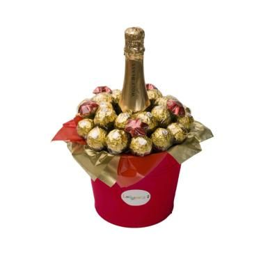 Christmas Sparkles - Sparkling Wine, Ferrero Rochers and milk chocolate stars. Chocolate Christmas Gift with alcohol.