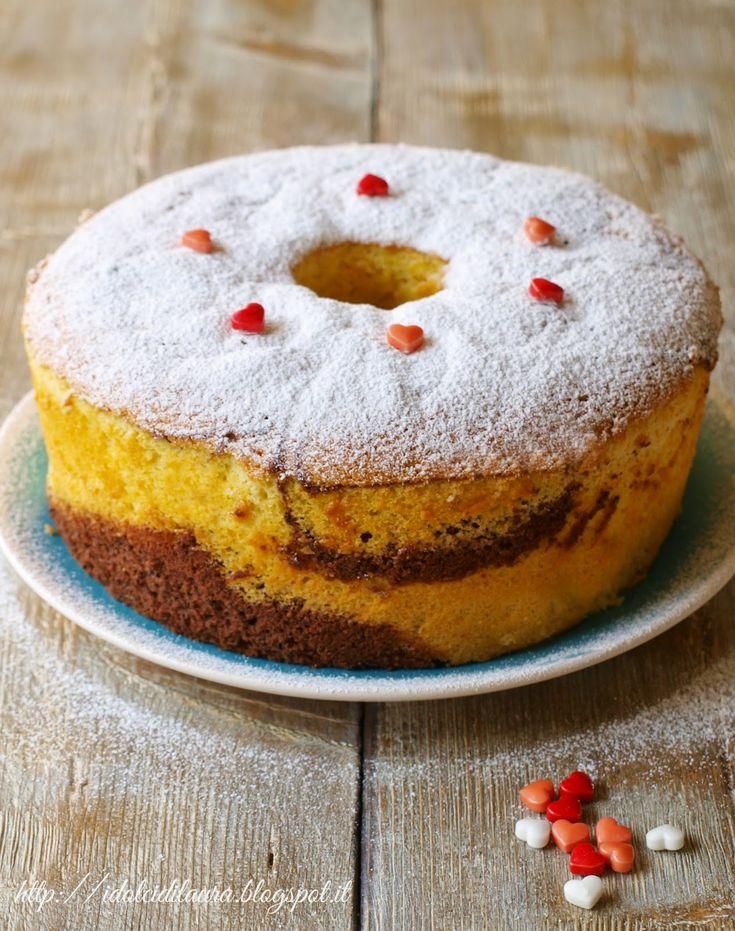 La Chiffon Cake mi ricorda le torte della nonna, quelle cotte nel vecchio stampo di alluminio dopo aver montato le uova con lo sbattitore a...