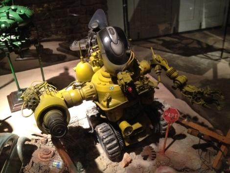 Genesis Project: a brazilian guy, called J. Azevedo, transform mobile trash in robots.