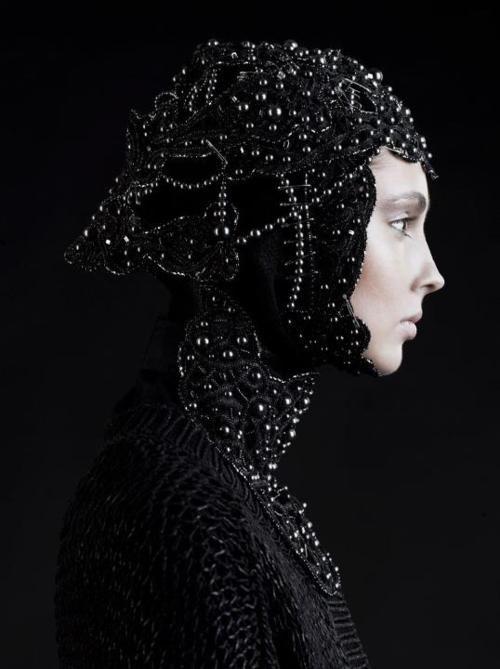 Photography Portraits, Sasha Samsonov, Dark, Head Piece, Fashion Inspiration, Fashion Photography, Sashasamsonov, Black Pearls, Frau Berg