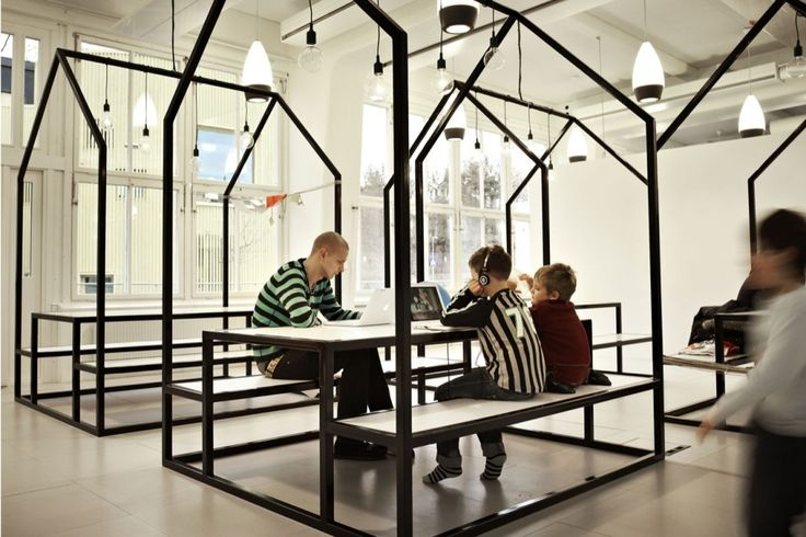 In connection with the establishment of a new Vittra school in Stockholm, Telefonplan, Rosan Bosch Ltd. has created the school's interior with spatial divisions and significant custom design. House structures collaboration spaces.