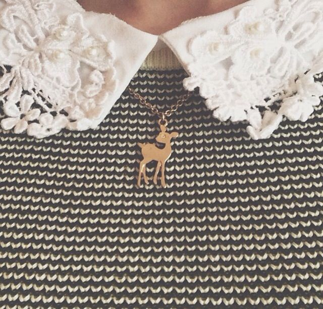 Cute lace collar and fawn necklace. Zoella!!!
