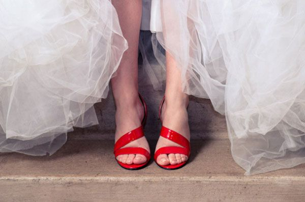 chaussures de mariee rouge  superbe photo