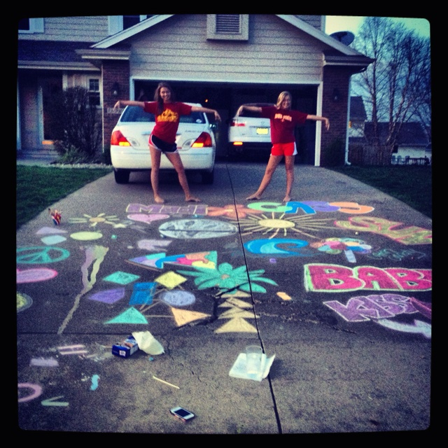 so fun!: Sidewalks Chalk Art, Summer Things To Do Friends, Best Friends, Summer 13, Summer Activities, Chalk Drawings, Chalk Decor, Summer Buckets Lists, Things To Drawings With Chalk