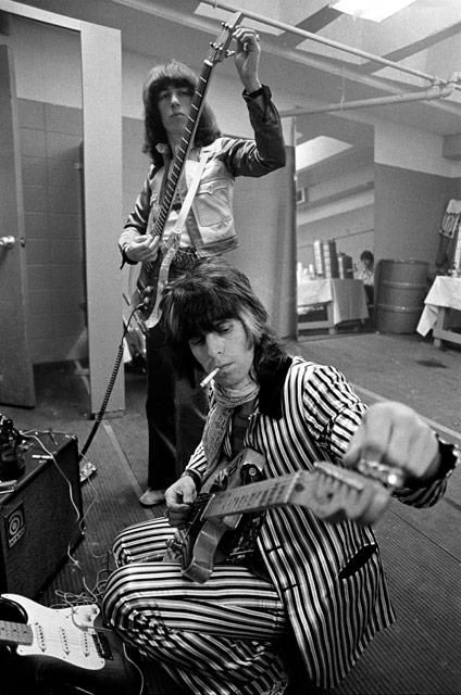 Says Mick and Keith backstage tuning up but pretty sure that is Bill Wyman not Mick Jagger
